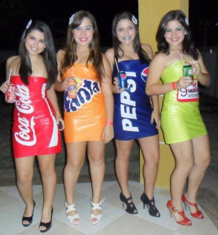 Trajes de Anfitrionas Bebidas