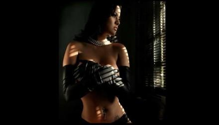 Katy García al desnudo en infartante videoclip